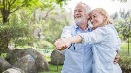 Frühling Paar Senior online - Regelmäßige Bewegung hält uns fit. - © Shutterstock