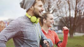 Laufen Sport - Laufen ist nicht nur gesund, sondern es bringt Sie auch der Natur näher. - © Shutterstock