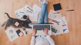 Home Office Coverbild - Wer von zuhause aus arbeitet, kann genauso produktiv sein, wie im Büro. - © Shutterstock