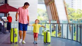 Reise Apotheke Kinder Familie - Wenn Sie mit Kindern reisen, sollten Sie nicht vergessen, die Reiseapotheke mit kindertauglichen Präparaten zu versehen. - © Shutterstock